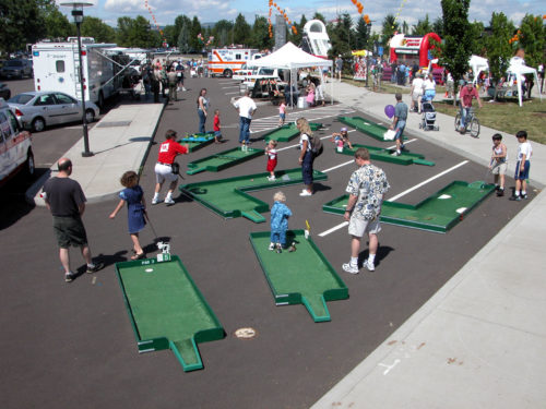 WILSONVILLE DAYS 04  GOLF GAME WITH PARTICIPANTS mini golf